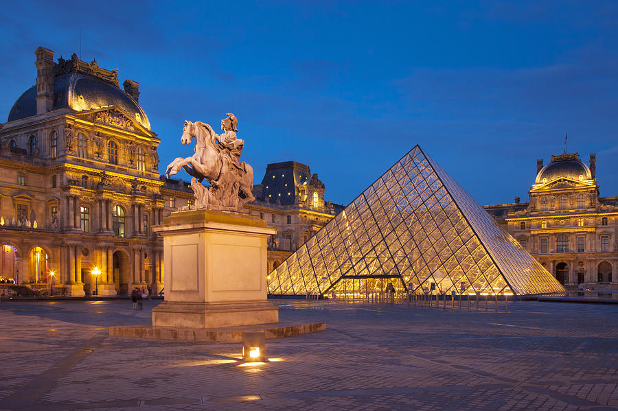 5 of the most popular museums of the world flyopedia blog for Le louvre interieur